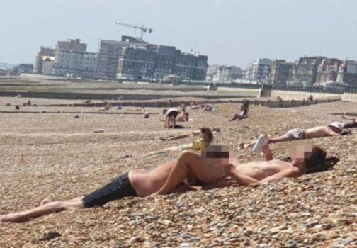 Της έκανε στοματικό σε γεμάτη παραλία μέρα μεσημέρι! (Photo) – SEX